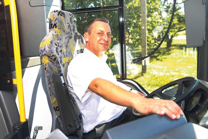 """""""Es fährt sich viel angenehmer"""", sagt Busfahrer Karsten Hoke (46)."""