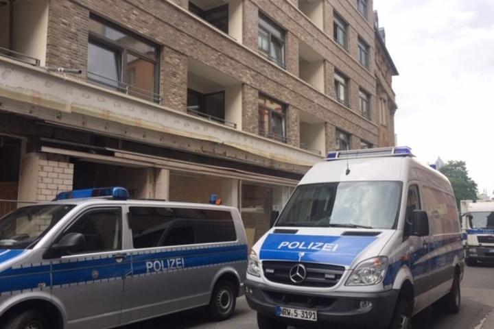 In Köln kam auch ein Sprengstoffhund der Polizei zum Einsatz.