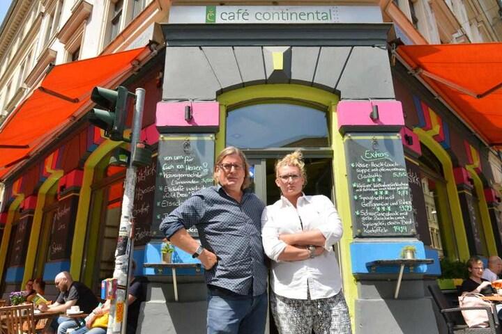 """Fühlen sich vom Rathaus verschaukelt: Die """"Continental""""-Wirtsleute Ferenc (53) und Louise Marie Weidel."""