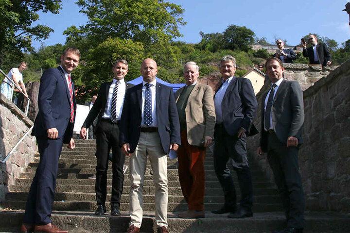 An dem Treffen nahmen unter anderem die Spitzenfunktionäre (v.l.) Andre Poggenburg (42), Björn Höcke (45), Andreas Kalbitz (44), Alexander Gauland (76), Jörg Meuthen (56), und Ralf Özkara (46) teil.