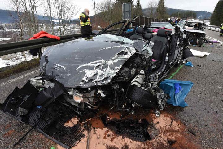 Die beiden Männer, die in diesem Audi saßen, sind mittlerweile außer Lebensgefahr.