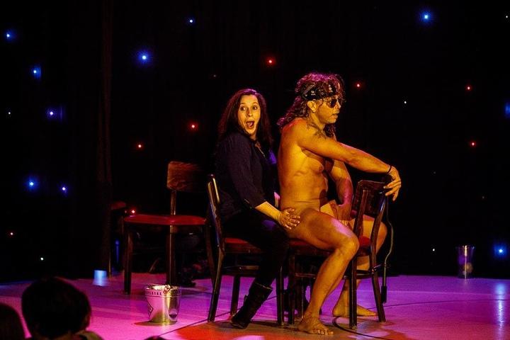 Die Jungs holen gern weibliche Fans zu sich auf die Bühne.