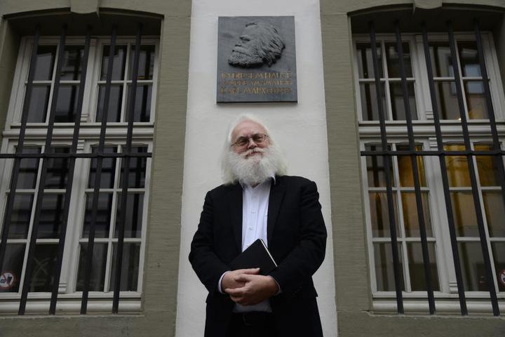 """Marx-Doppelgänger Michael Thielen (66) lädt in Trier zu Stadtrundgängen unter dem Motto """"Marx als Mensch""""."""