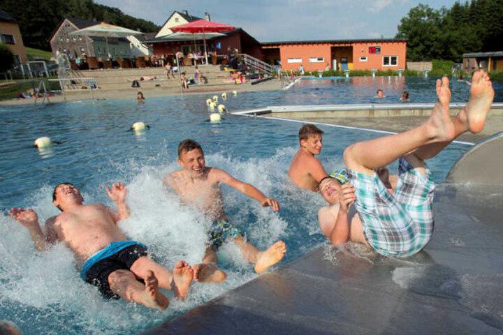 Ach ja: Die Zeiten ungetrübten Badespaßes wie in Einsiedel ist vorüber, die Sommersaison beendet.