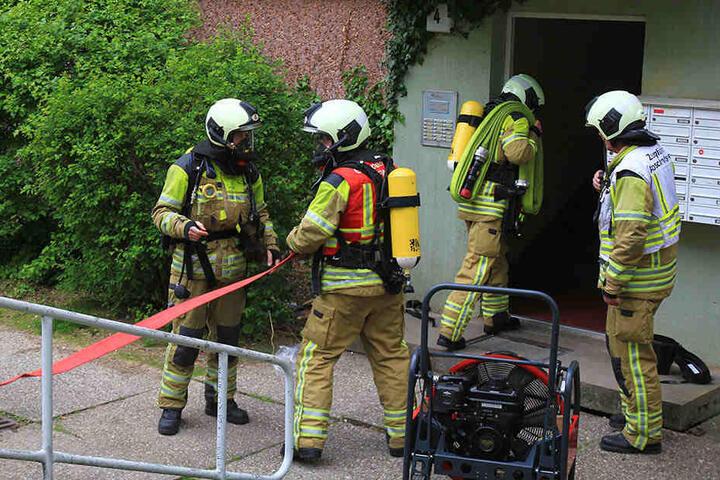 Feuerwehrleute konnten den Brand schnell unter Kontrolle bringen.