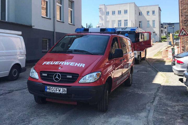 Die Feuerwehr rückte zu dem Unfall in Rostock an.