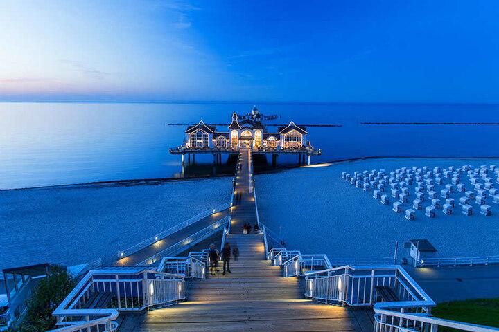 """Die Seebrücke Sellin auf Rücken. Unter dem Motto """"Urlaub wie er mir gefällt"""" präsentieren rund 80 Aussteller unter anderem tolle Angebote."""