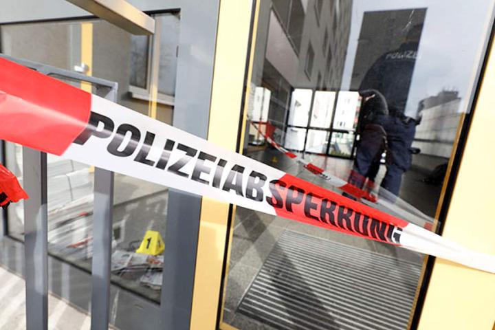 Ein Hausbewohner hatte die Polizei alarmiert, nachdem er Blutspuren im Treppenhaus entdeckt hatte.