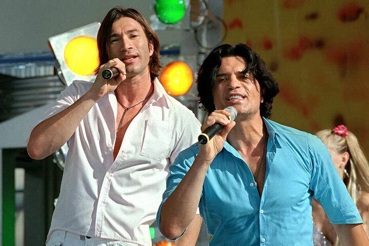 Costa Cordalis (re.) und sein Sohn Lucas sangen 2001 bei einem gemeinsamen Auftritt auf der Internationalen Funkausstellung (IFA) in Berlin.