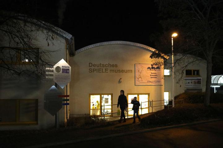 Der Fuchs irrte apathisch am Spielemuseum herum.