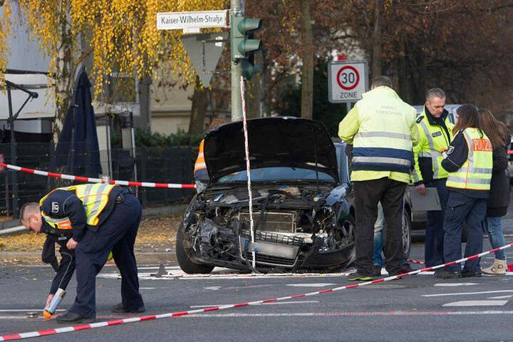 Mindestens fünf Personen sollen bei dem Unfall verletzt worden sein.