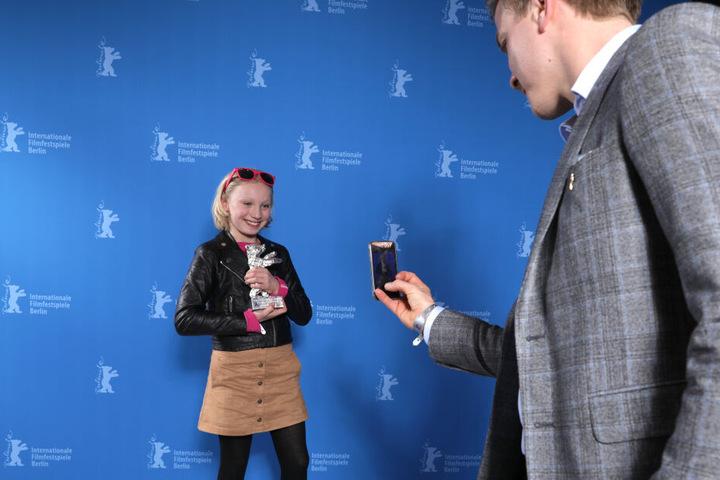 """Die elfjährige Helena Zengel ist zusammen mit Julius Weckauf (11, """"Der Junge muss an die frische Luft"""") und Tilman Döbler (13, """"Alfons Zitterback - Das Chaos ist zurück"""") in der Rubrik """"Aufsteiger des Jahres"""" nominiert."""