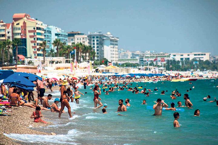 Trotz schöner Badestrände wie in Antalya zieht es immer weniger Dresdner zum  Urlaub in die Türkei.