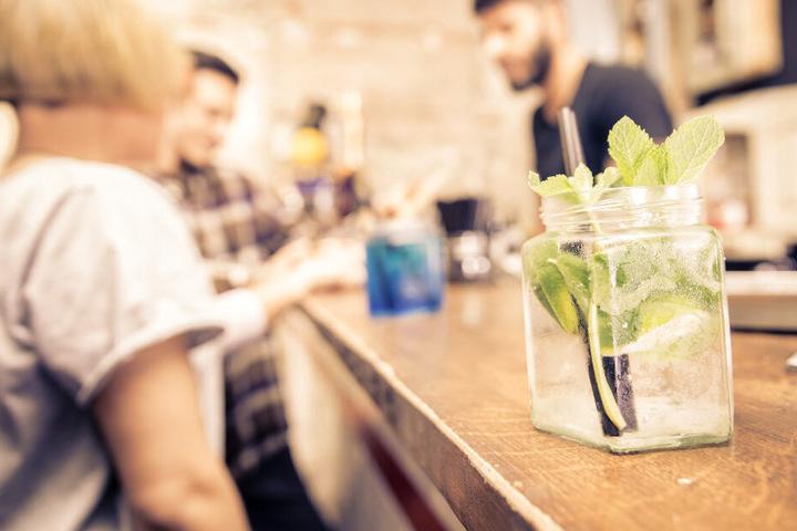 """Das Fachmedium """"Mixology – Magazin für Barkultur"""" verleiht jährlich seine Awards für herausragende Bars. (Symbolbild)"""