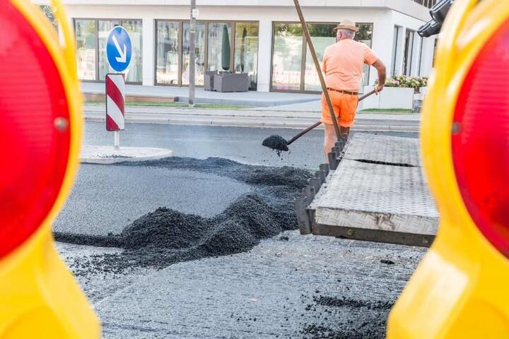 Auf einigen Straßen werden Bauarbeiten verrichtet. (Symbolbild)