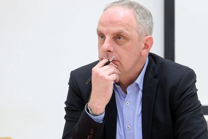 Wie einst die Mauer in Berlin? Detlef Müller (52, SPD) lehnt den Mauer- und  Draht-Vorschlag von Pro Chemnitz ab.