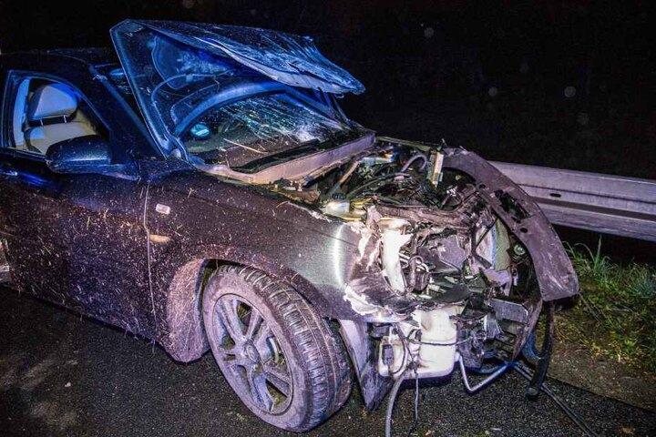 Das Auto der 20-Jährigen ist ebenfalls ein Totalschaden.