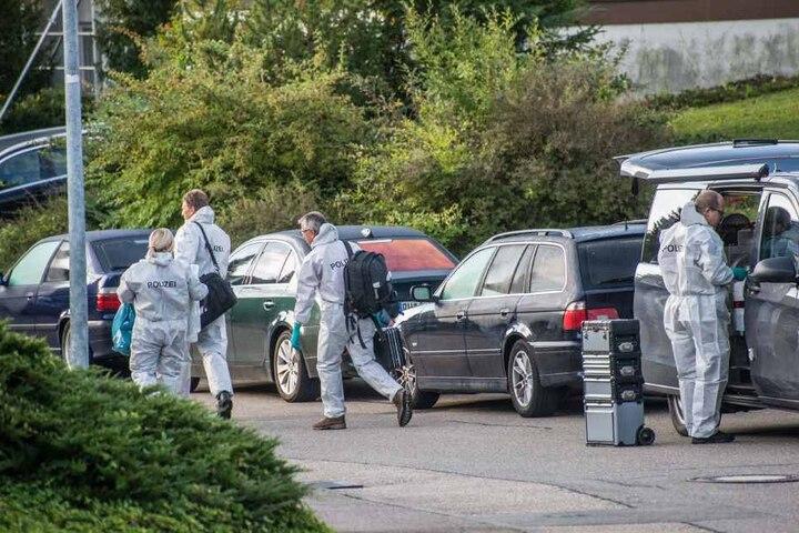 Drei Menschen starben. Polizisten sicherten nach der Tat Spuren.