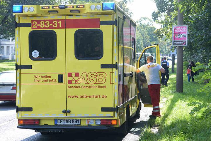 Die junge Frau wurde zur weiteren medizinischen Untersuchung in ein Krankenhaus gebracht.