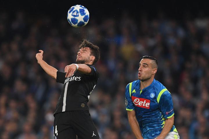 Juan Bernat (l) erzielte in der Champions League gegen Neapel den Führungstreffer.