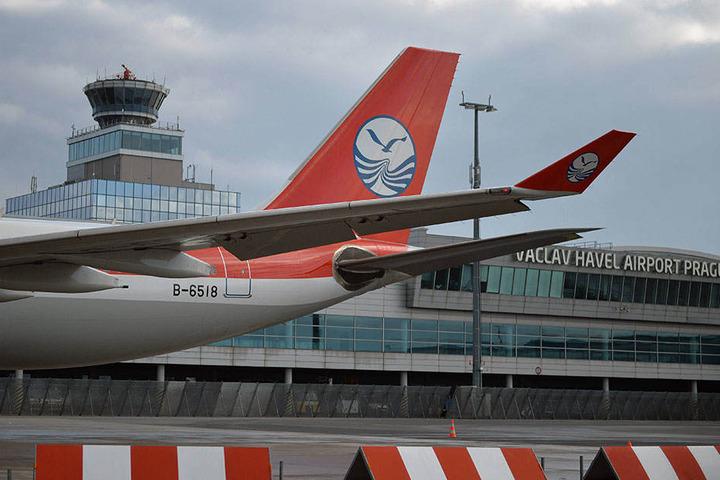 Am Prager Flughafen werden seit Wochen immer wieder Kath-Sendungen aus dem Verkehr gezogen.