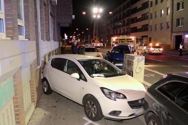Mehrere Fahrzeuge waren in den Unfall involviert.