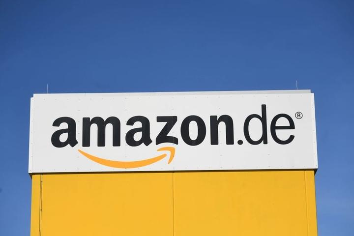 """Zahlreiche Händler in Deutschland wickeln ihre Geschäfte über den  Internet-Versandriesen """"Amazon""""  ab."""