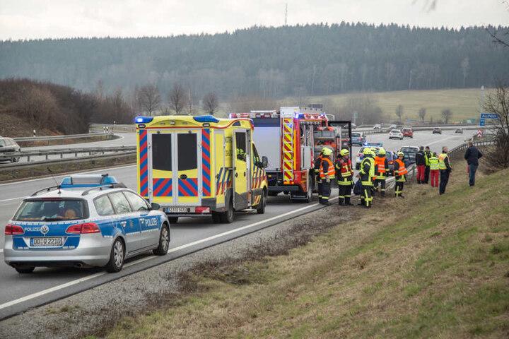 Krankenwagen, Feuerwehr und sogar Hubschrauber rückten an, am Ende gab es aber glücklicherweise Entwarnung und der Fahrer war nicht verletzt.