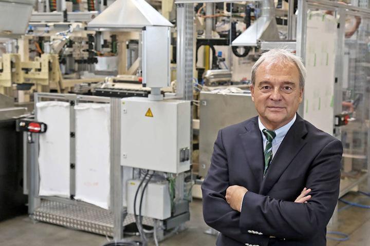 Unternehmer Jens Schmitt (61) in den Werkhallen des Zwickauer  Automobilzulieferers Sasit.