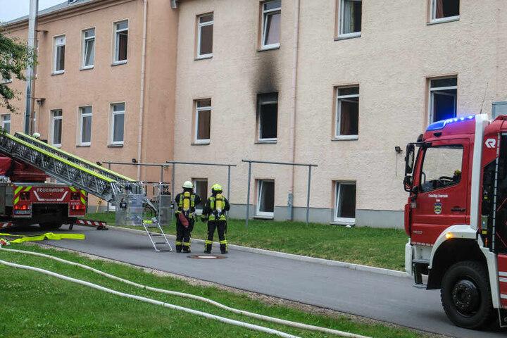 Ein möbliertes Zimmer im ersten Stock der Asylbewerberunterkunft brannte.