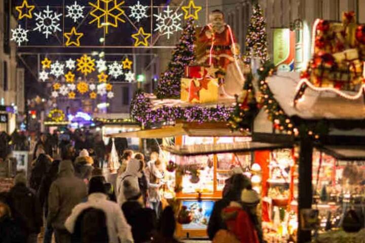 Insgesamt konnten die Weihnachtsmarkt-Besucher an 105 Ständen bummeln.