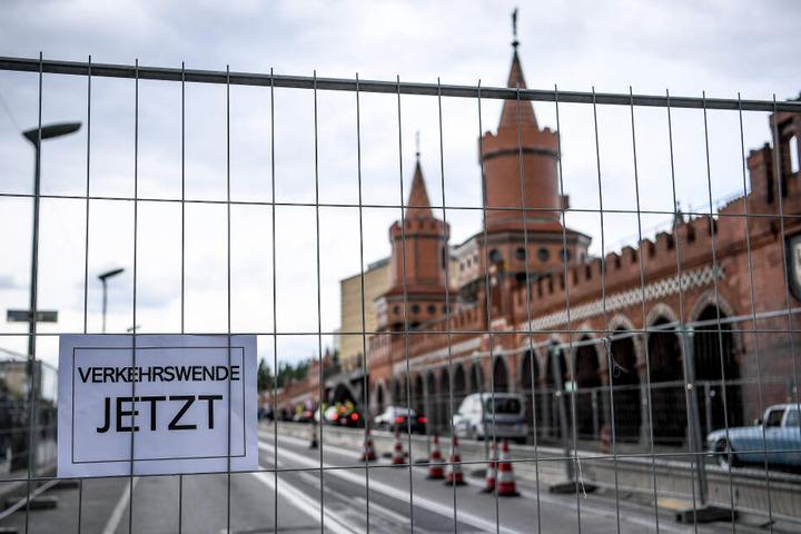 Schon im Mai forderten Demonstranten in Kreuzberg, dass mehr auf den Verkehr mit Fahrrädern gesetzt wird.