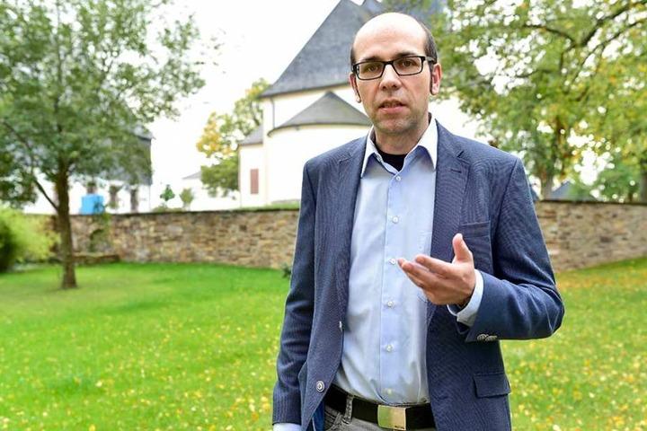 Pfarrer Christian Schubert (34).