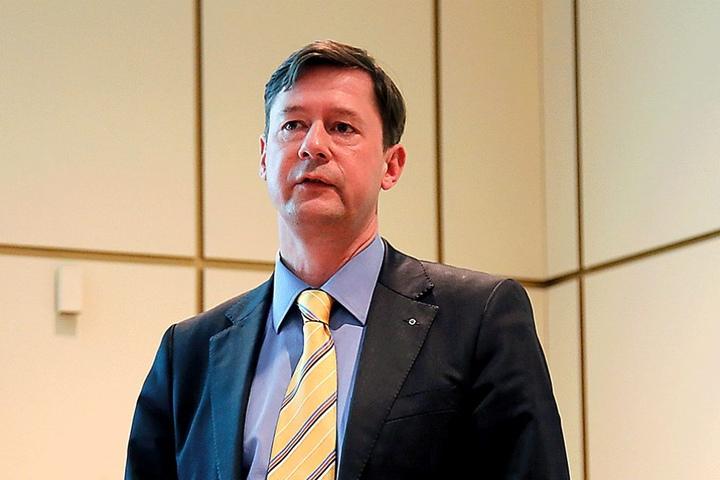 Stadtrat Prof. Andreas Schmalfuß (50, FDP) kritisiert, dass Chemnitzer Straßen immer nur geflickt und nie grundlegend saniert werden.