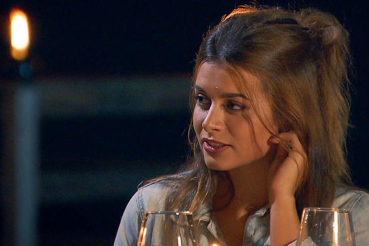 Nachdenkliche Miene bei Maxime. Sie findet, dass sie und der Bachelor nicht zusammenpassen.