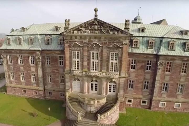 1000 statt bisher 750 Teilnehmer werden zum 4. Kyffhäusertreff erwartet. Deshalb zieht der Rechtsaußen-Flügel der AfD auf Schloss Burgscheidungen nach Sachsen-Anhalt um.