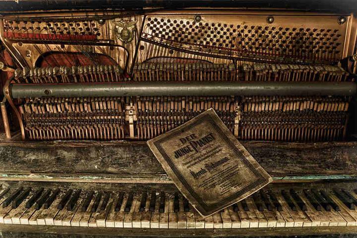 """Es wird vermutlich Jahre, wenn nicht Jahrzehnte her sein, dass jemand zuletzt das Notenheft """"Der junge Pianist"""" aufgeschlagen hat."""