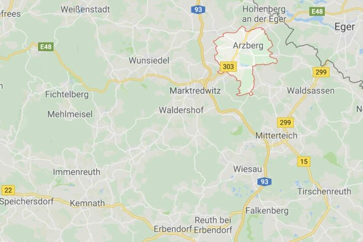 Im oberfränkischen Arzberg kam ein Mann auf eine ungewöhnliche Methode eine Deckenlampe abzuhängen.