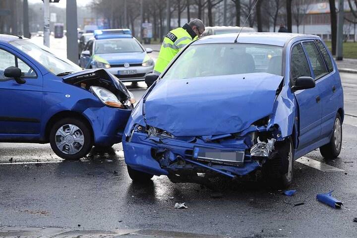 Duiese Kleinwagen krachten wegen des Opels zusammen!