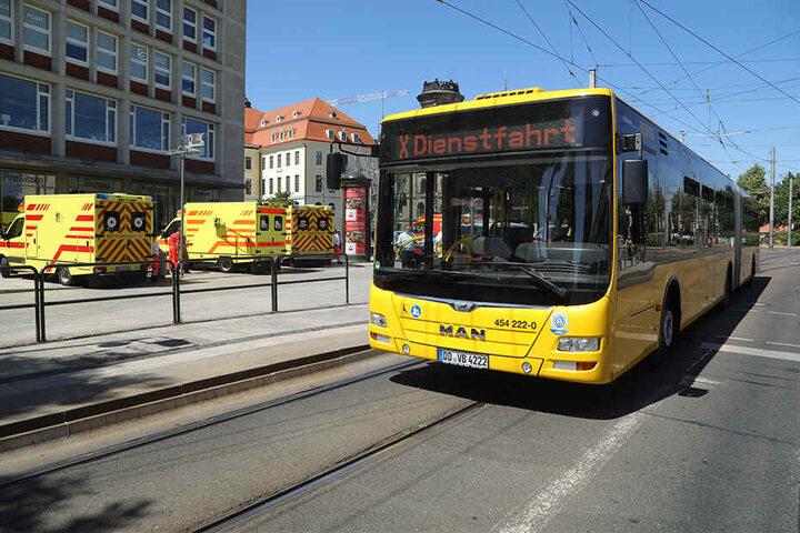"""Nach dem Unfall stellte der Busfahrer auf """"Dienstfahrt"""" um."""
