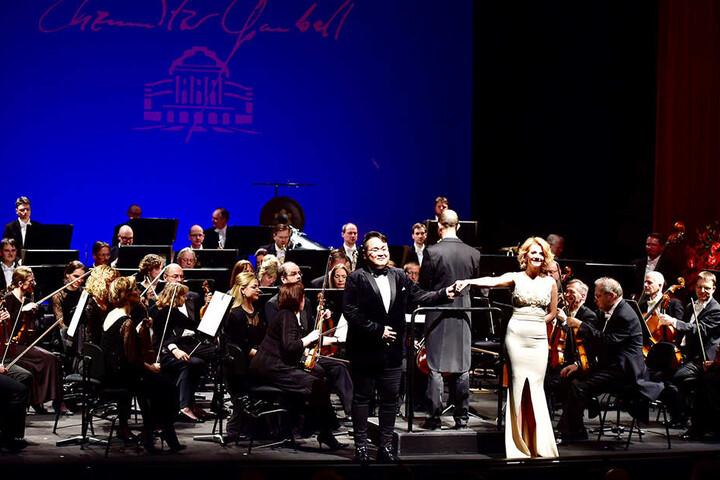 Moderatorin Katrin Weber führte durch das Gala-Programm, Sopranistin Silvia Micu (F.) gehörte zu den Solokünstlern des Abends.