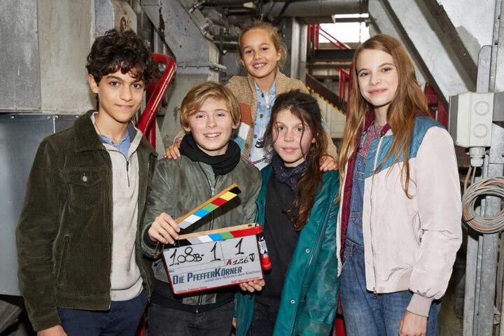 Das sind die jungen Hobby-Detektive: Caspar (von links nach rechts), Leander, Charlotte, Linda und Emilia
