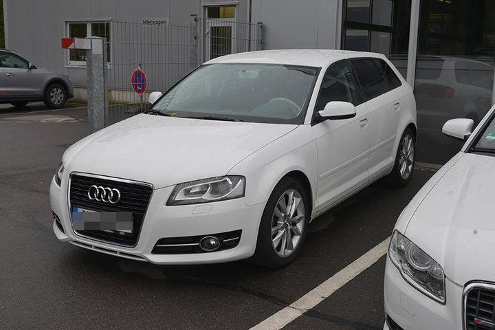 Nach diesem weißen Audi A4 Avant wird jetzt gefahndet.