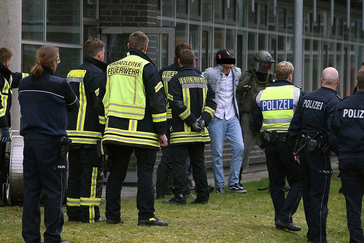 Nach vier Stunden hatte sich der Mann friedlich festnehmen lassen.
