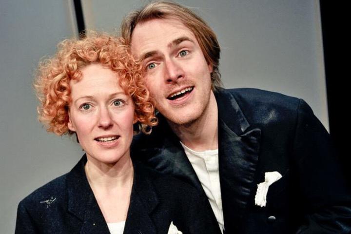"""Nancy Spiller (38) und Alexander Pluquett (37) wurden während der Aufführung des Stücks """"Betreutes Denken"""" von mutmaßlichen Rassisten angegriffen."""