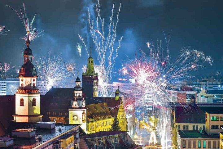 Auch dieses Jahr wird der Himmel über Chemnitz pünktlich um Mitternacht erhellt sein, denn Feuerwerke sind hier weiterhin erlaubt.
