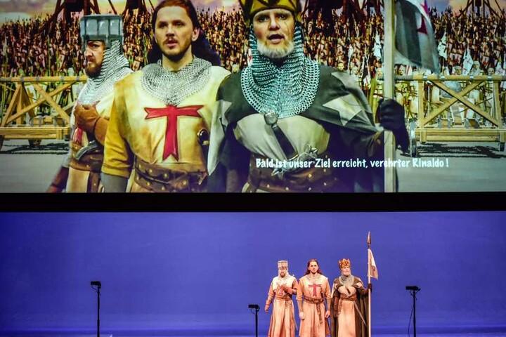 """Die Geschichte rund um """"Rinaldo"""" wird ab heute Abend mit modernster Technik  auf der Bühne erzählt."""