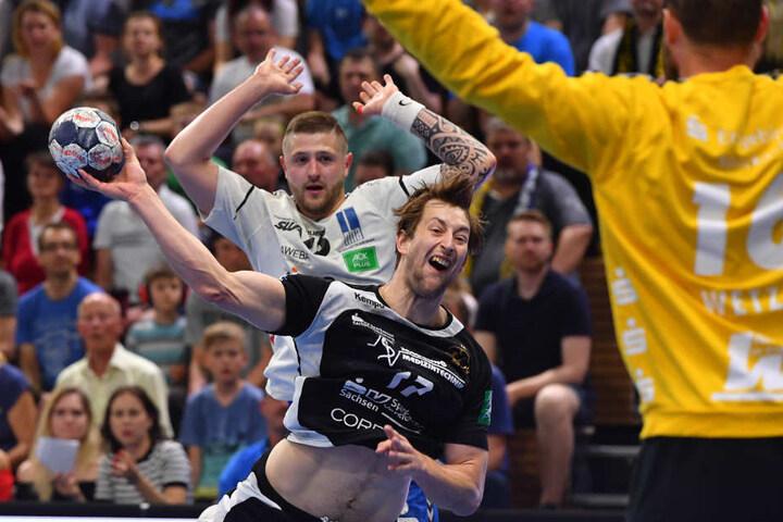 Norman Flödl (am Ball) versucht, sich durchzusetzen.