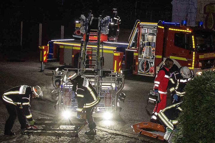 Die Feuerwehr rückte mit einem Großaufgebot an, um den 64-Jährigen zu retten.