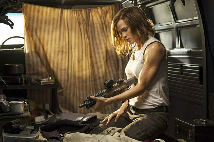 Riley North (Jennifer Garner) rüstet sich für den Kampf gegen ein mexikanisches Kartell.